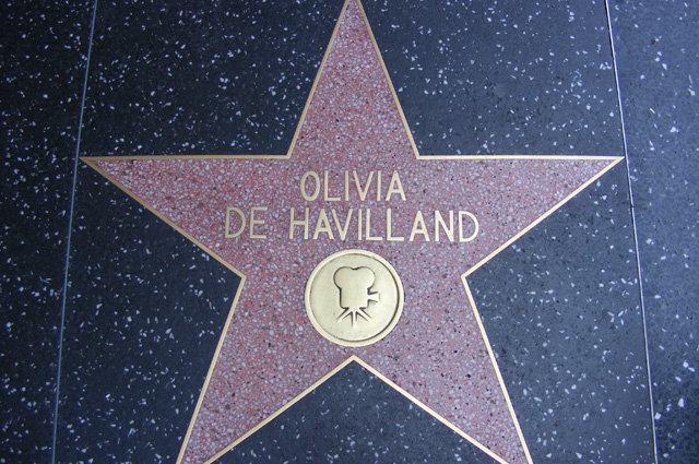 Звезда Оливии де Хэвилленд на Голливудской аллее славы.