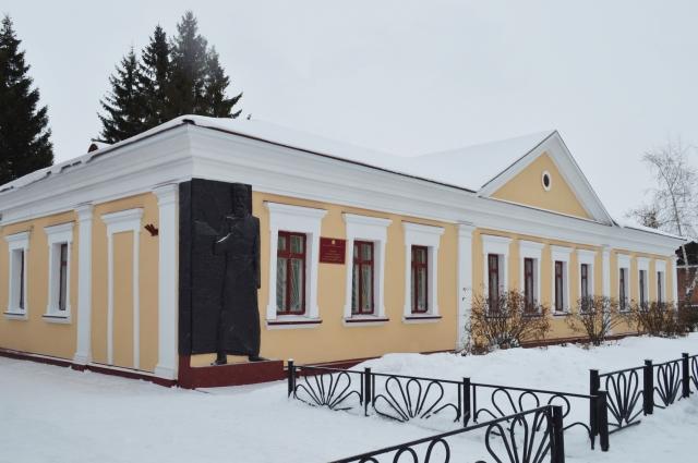 Омский литературный музей носит имя Ф. М. Достоевского.
