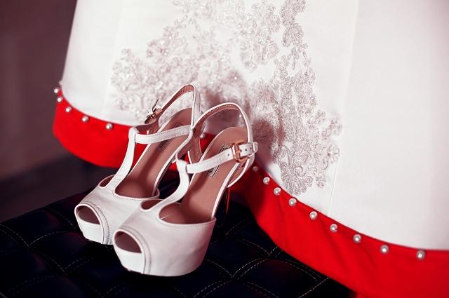 Обувь можно подобрать под платье и наоборот.