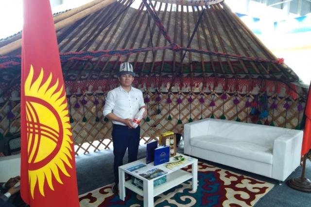 Представители Киргизии представили национальный прохладительный напиток - жарму..
