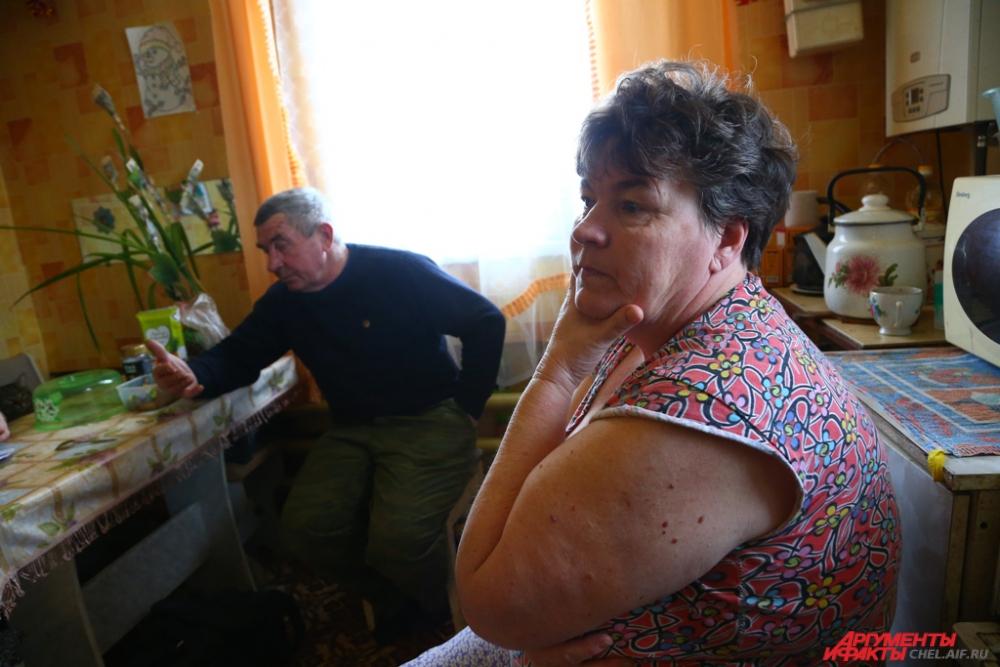 Родители Александра со слезами на глазах вспоминают о случившемся.