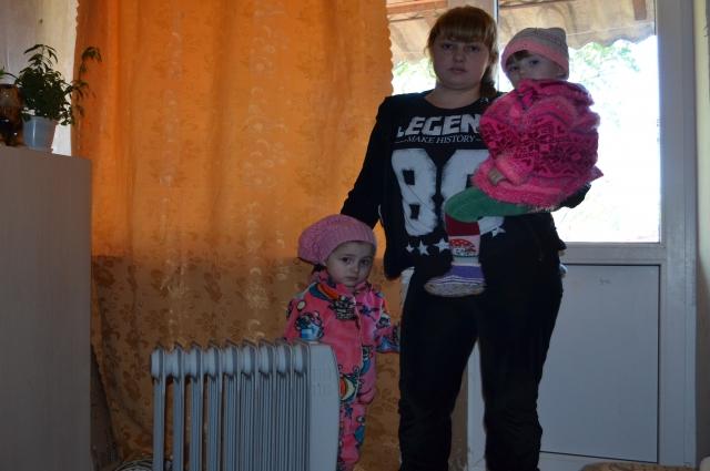 В домах в пер. Учебном в Таганроге замерзают и дети, взрослые... В двух домах живут 8 детей.