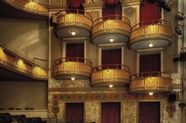 Театр любят и взрослые, и дети.