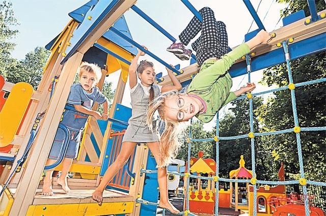Детских и спортивных городков, которые востребованы маленькими москвичами в любое время года, много не бывает.
