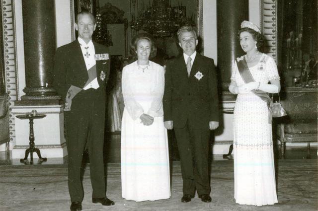 Президентская пара Румынии принята Елизаветой II в Букингемском дворце в июне 1978 года. Фото: wikipedia.org
