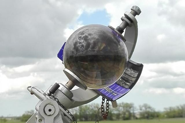 Гелиограф предназначен для регистрации продолжительности солнечного сияния на всех широтах.