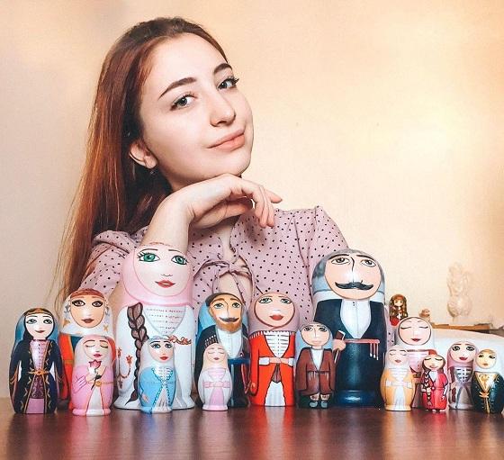 Высота расписных игрушек - от 6 до 15 см.