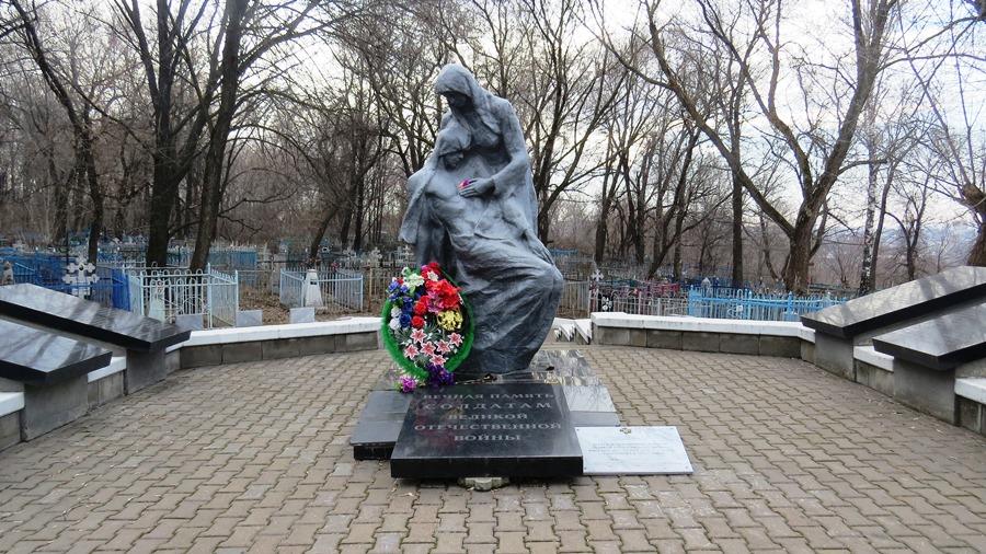 Мемориальный комплекс на месте братского захоронения бойцов Советской Армии, умерших от ран в госпиталях Ульяновска.