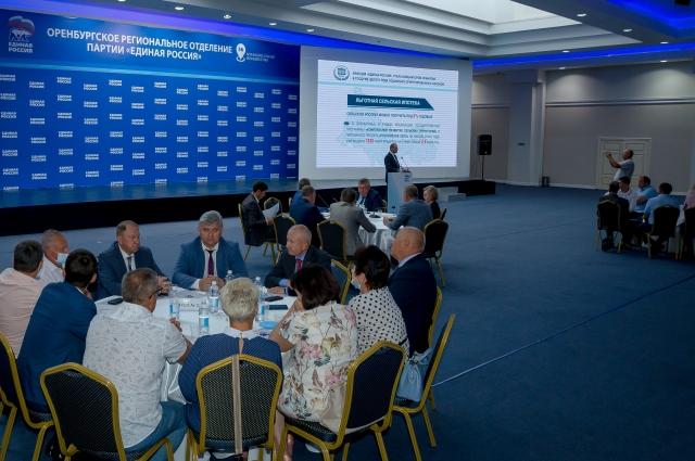 Лидер «Единой России» в Оренбуржье Олег Димов представил доклад об итогах работы регионального отделения партии за прошедшие пять лет.