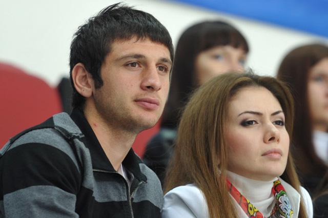 Футболист Алан Дзагоев с супругой Заремой