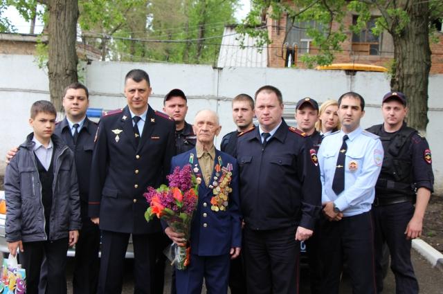 Сотрудники вневедомственной службы МВД чтут мужество своих коллег и всегда помнят о ветеранах.