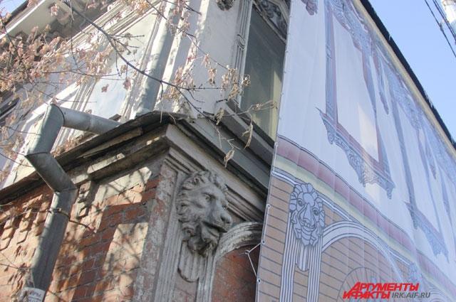 Сейчас особняк ремонтируют. Но может быть это даже к лучшему? Вдруг вам удастся увидеть потревоженных призраков?