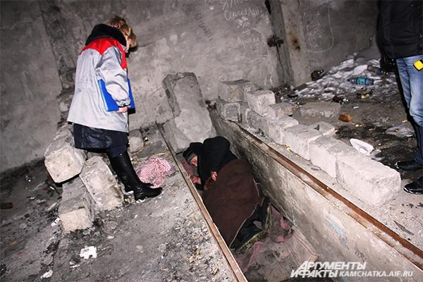 Зимой бездомным людям выжить гораздо сложнее...