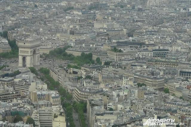 С башни открывается прекрасный вид на город.