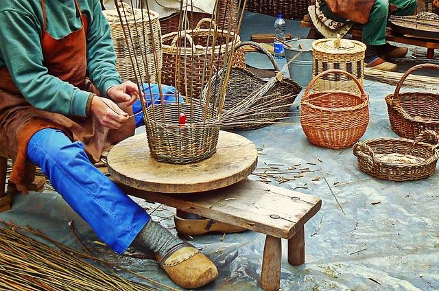 В Доме мастеров можно освоить плетение корзин.