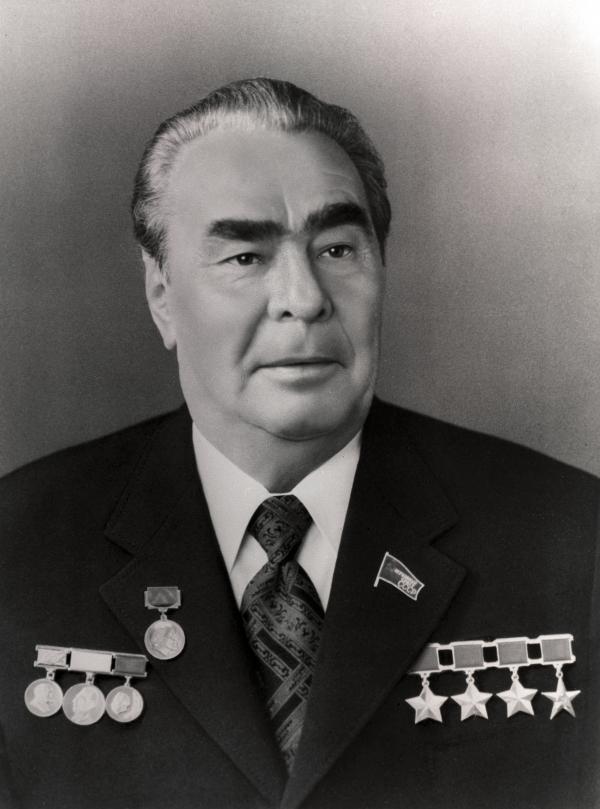 У Брежнева еще всего три Звезды Героя, но зато уже есть Звезда героя Социалистического труда
