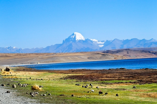 В Тибете практикуют горловое пение - это техника пения с необычной артикуляцией в глотке и/или гортани. ета и тюркских народов.