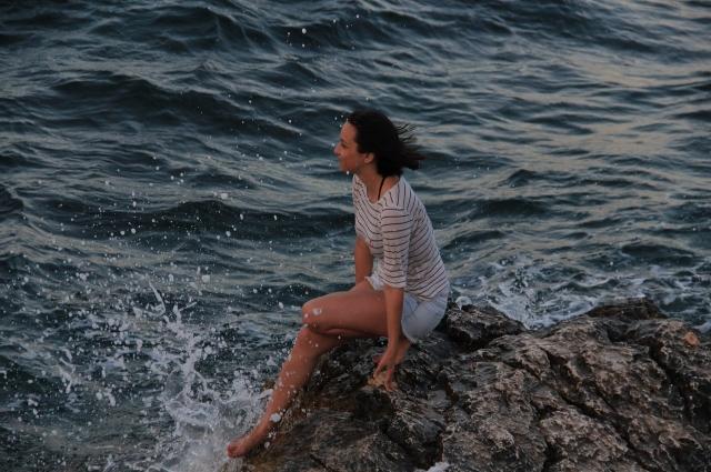 Катя планирует выучить турецкий язык, если переедет в Турцию.