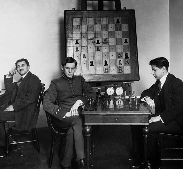 А. Алехин и Х. Р. Капабланка на петербургском шахматном турнире 1914 года.