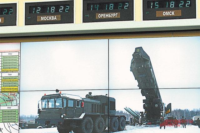 А в Козельской дивизии тем временем в шахту ставили новую ракету.