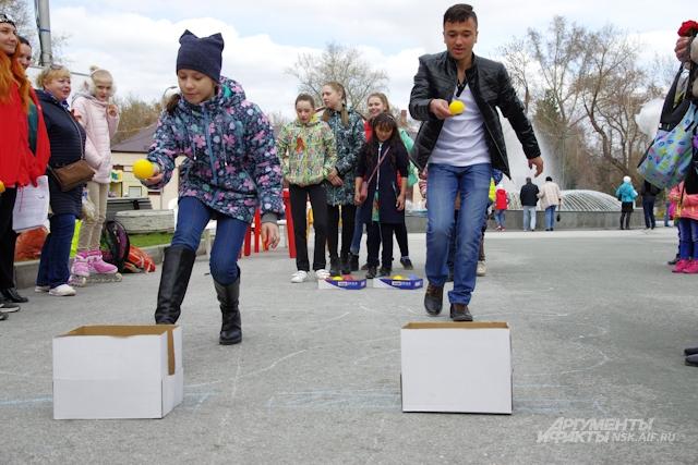 Для детей устроили спортивные соревнования.
