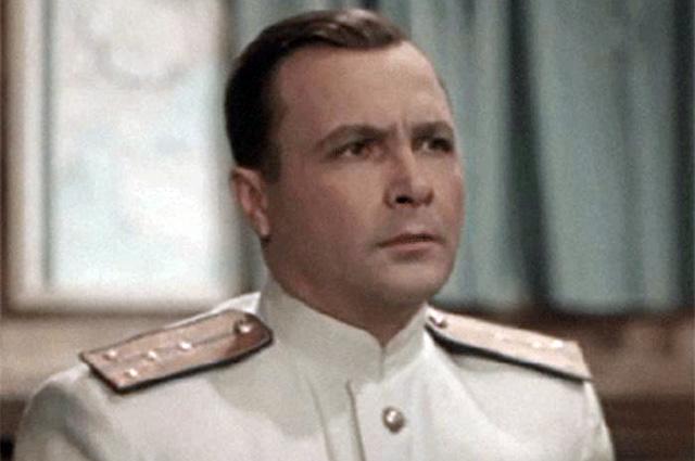 Александр Холодков в фильме «Звезды на крыльях», 1955 год.