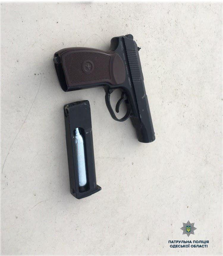 У одного из задержанных нашли пистолет.