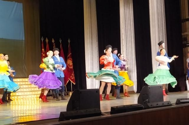 Торжественная церемония чествования прошла во время праздничного концерта.