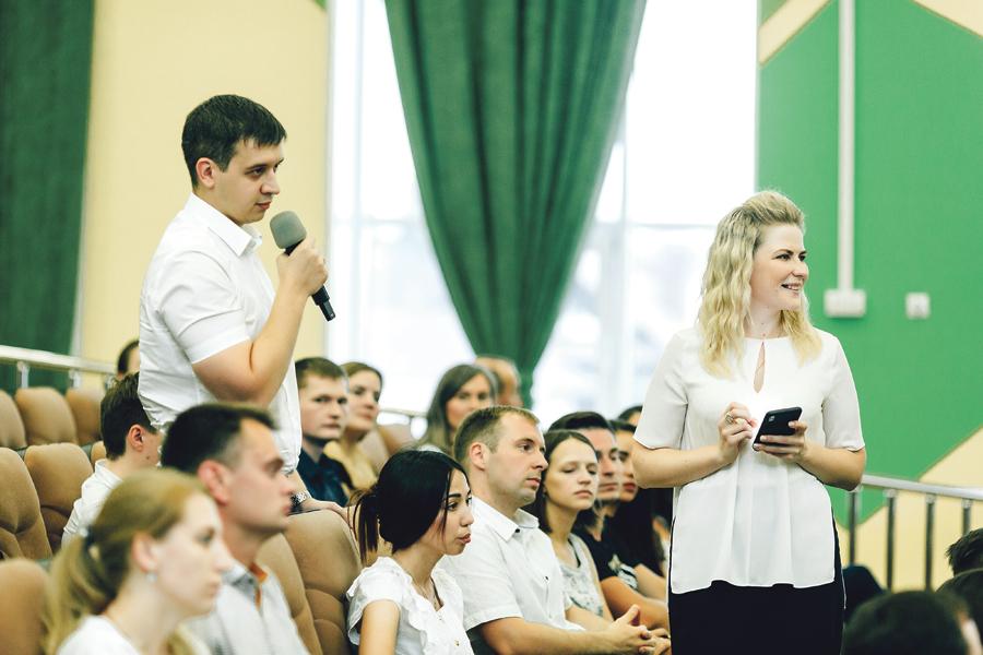 В «Диалоге на равных» с губернатором участвовали те, кто успешно прошёл тестирование.
