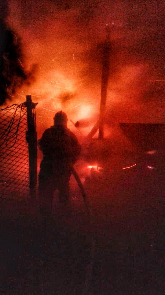 Открытый огонь в деревянном доме