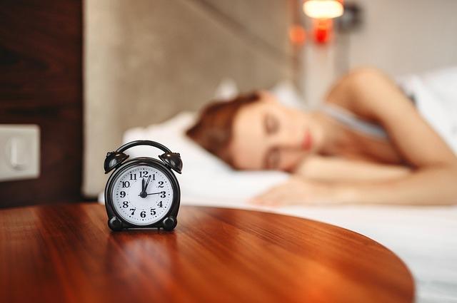Лучше всего организм восстанавливается, если ложиться спать до полуночи.