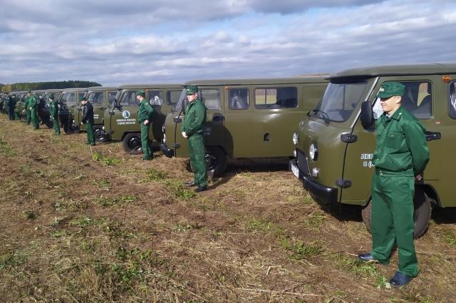 Специалисты «Лесной охраны» получили 15 автомобилей.