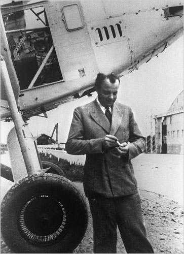 Французский писатель, поэт и лётчик Антуан де Сент-Экзюпери в Тулузе, Франция, 1933