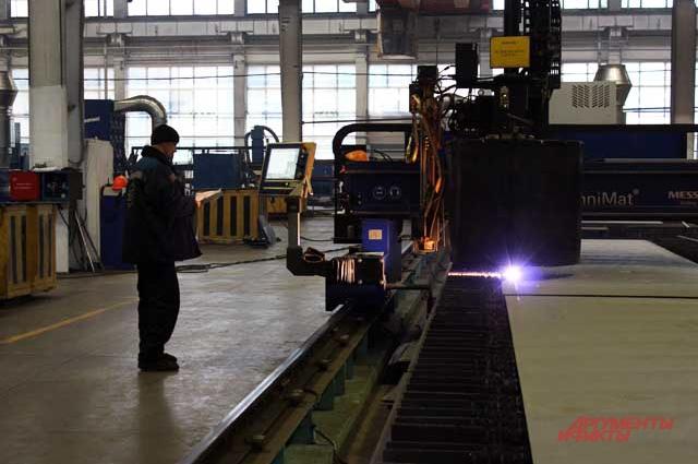 На заводе трудятся свыше 5 тысяч человек