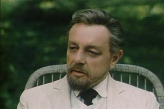 Кирилл Лавров в роли доктора в «Дяде Ване».