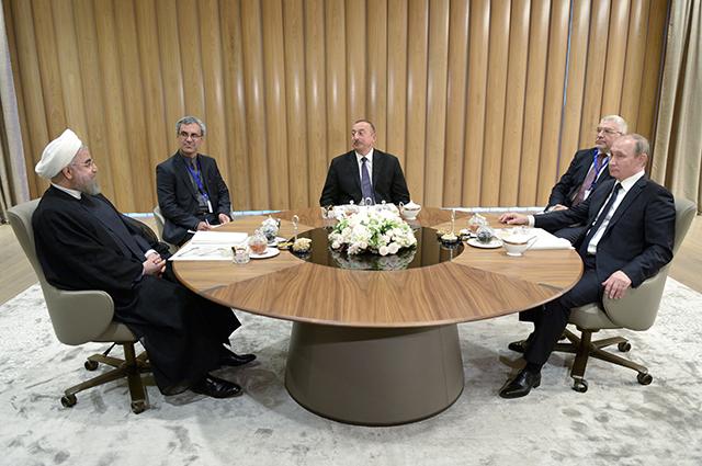 Владимир Путин, Ильхам Алиев и Хасан Рухани во время трехсторонней встречи в Баку.