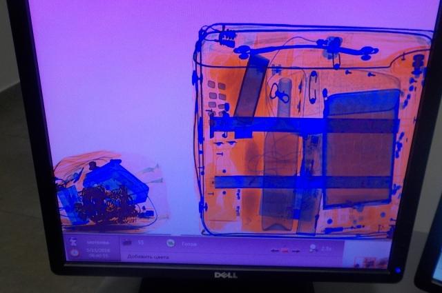 Ювелирные изделия были обнаружены в ходе проверки багажа.