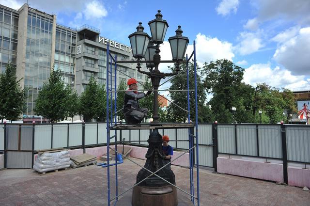 Завершающий этап реставрации памятника А.Пушкину.