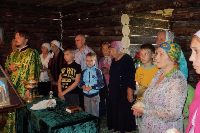 Первую литургию служили 24 июня 2013 года.