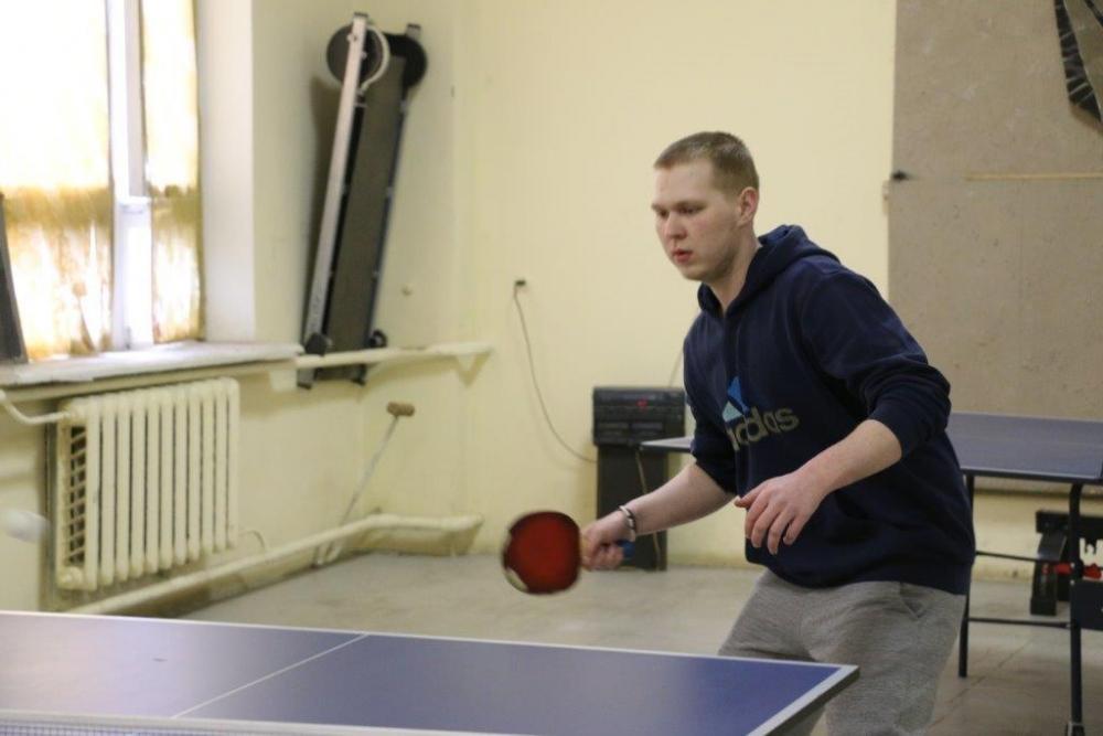Настольный теннис среди сотрудников ВИЗ-Стали.