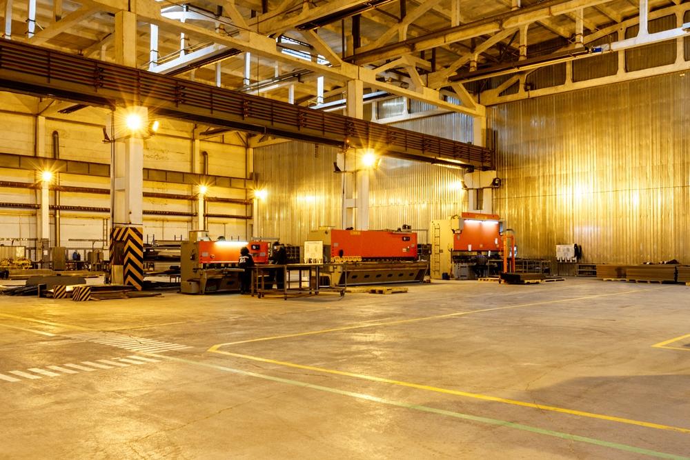 Производственные площади предприятия занимают около 8000 кв. метров.