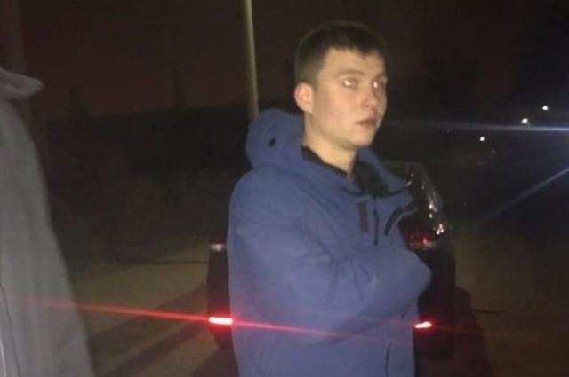 Всех, кто видел этого человека, просят обратиться в полицию.