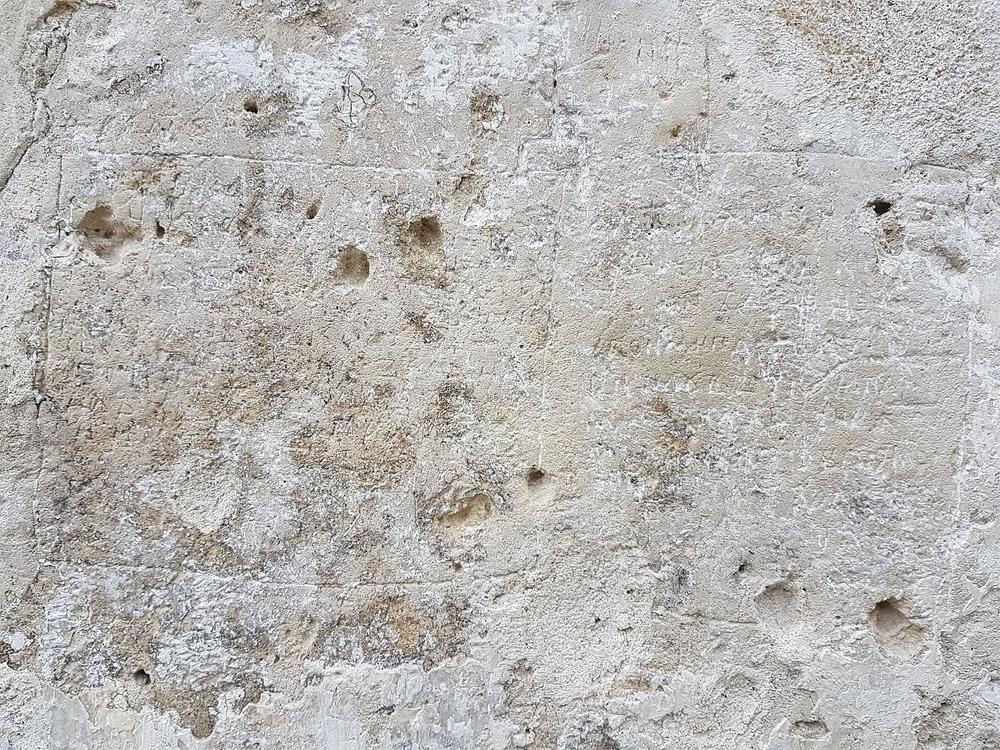 Надпись XII века на южной абсиде Спасо-Преображенского собора г. Переславля-Залесского с сообщением об убийстве Андрея Боголюбского.