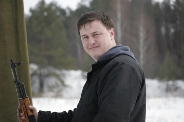 Иван Голенковский работает главным инженером на производстве высокотехнологичного оборудования для пищевой промышленности. Хобби - охота.