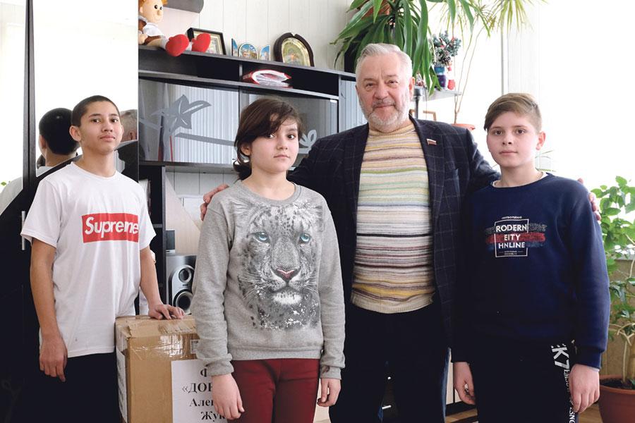 Александр Жуков: «Мы изначально обратили внимание на этих детишек, стали им помогать и продолжаем это делать из года в год».