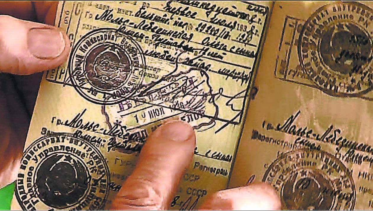Всемогущий руководитель НКВД Н. Ежов лично подписал документы на выезд семье Мольс