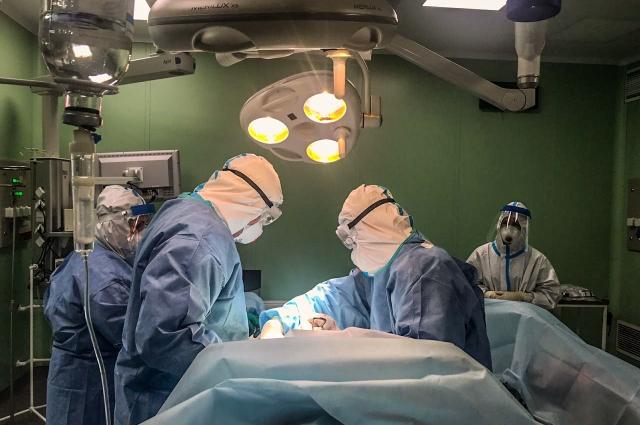 Экстренные операции могут длиться по нескольку часов.