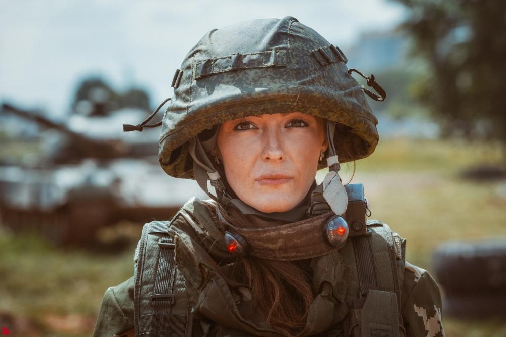 Андрей Терлеев говорит, что в армии не до смеха. Поэтому стараюсь соответствовать и не улыбаться.