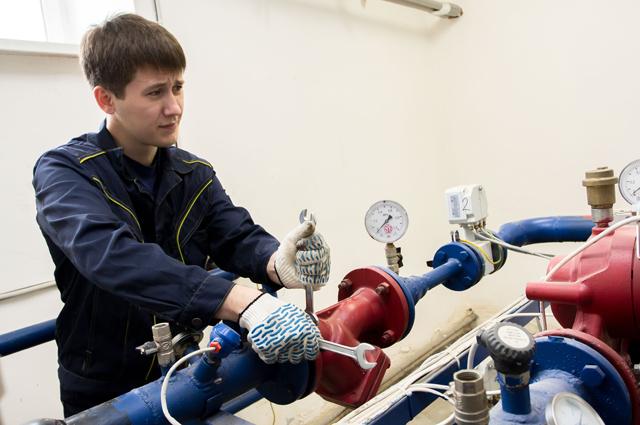 Доверять работу на энергосетям можно только специалистам.