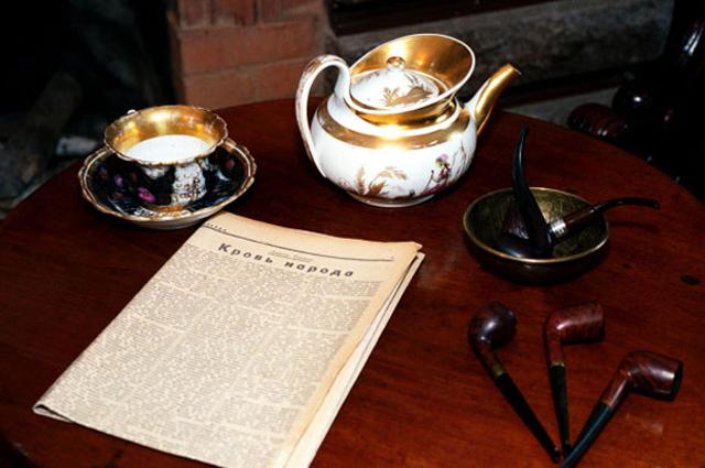 Личные вещи Алексея Толстого в музее-квартире графа.